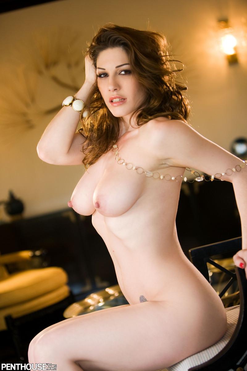 Demi lovat is naked